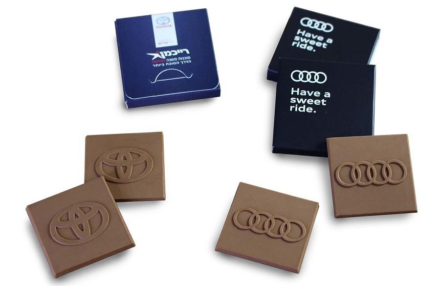 שוקולד עם לוגו (אאודי, טויוטה)