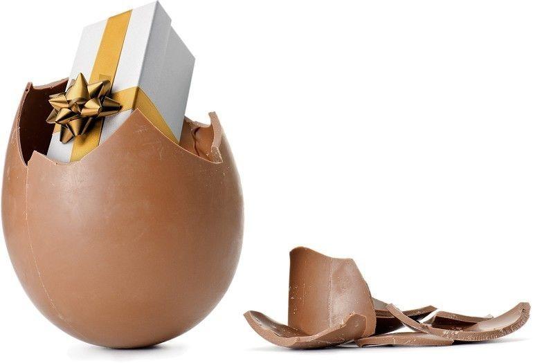 ביצת הפתעה עם מתנה ממותגת