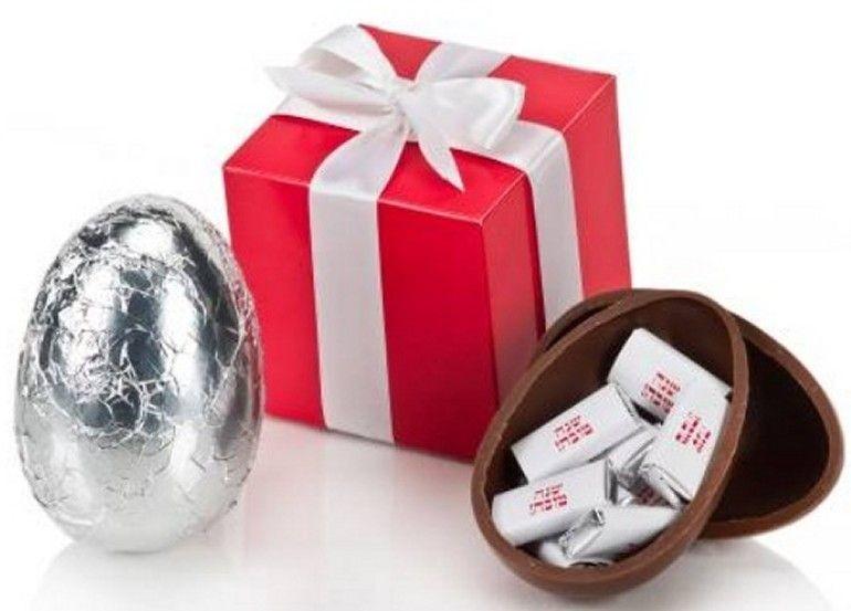 אריזת מתנה לביצת שוקולד עם מילוי שוקלדים